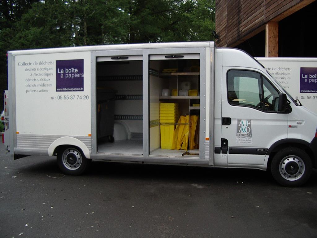 Camion pour collecter les déchets à recycler